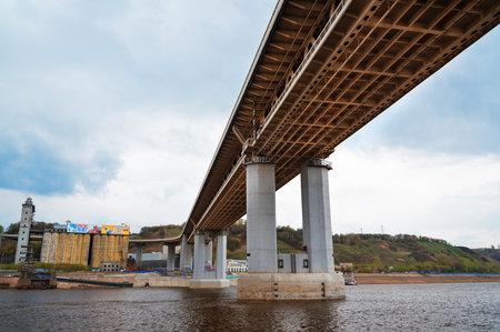 nizhni novgorod: Nizhny Novgorod, Russia - May 4, 2015: Metro bridge. Metro Bridge connects Moskovskaya Station (the Lower City) to Gorkovskaya Station (the Upper City) Editorial
