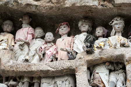 royal family: Wooden statues of Tau Tau are representatives of the deceased and guard the tombs. Suaya is cliffs old burial site of the royal family of Sangalla in Tana Toraja. South Sulawesi, Indonesia
