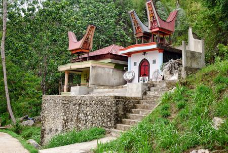 sulawesi: Toraja Traditional funeral tomb in Tana Toraja, South Sulawesi. Indonesia Stock Photo