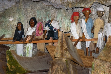 toraja: Wooden statues of Tau Tau and coffins in Tampang Allo burial cave of the royal family.  Tana Toraja. South Sulawesi. Indonesia Stock Photo