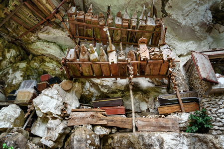 coffins: ?ollection of very old coffins. Lemo is cliffs and cave old burial site in Tana Toraja. South Sulawesi, Indonesia Stock Photo