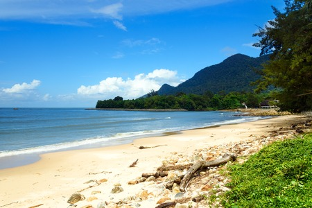 Damai tropisch strand in de buurt van Kuching. Sarawak, Maleisië Stockfoto