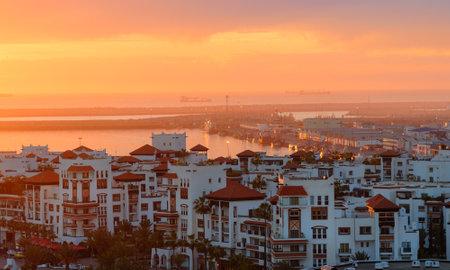 Mening van Jachthaven in de stad van Agadir bij zonsondergang, Marokko