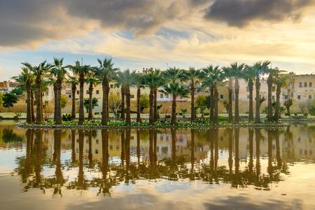 Jardin Jnan Sbil, Royal Garden am Sonnenuntergang. Gardens Jinan wurde im 18. Jahrhundert von Sultan Moulay Abdellah gegründet. Fes. Morroco Standard-Bild - 88168612