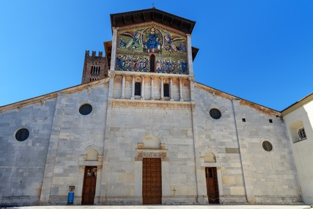 Basilica of San Frediano on the Piazza San Frediano in Lucca. Italy Banque d'images