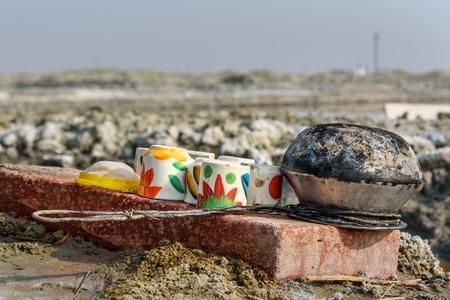 Utensils for tea on Sambhar Salt Lake. Rajasthan. India 免版税图像