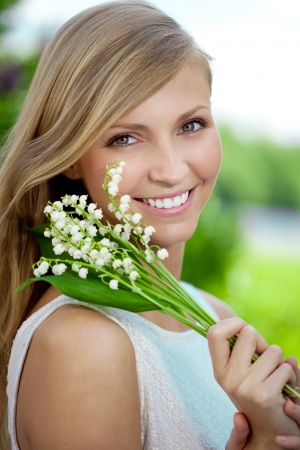 beautiful face: Portrait of a young woman smiling in a park, Outdoors