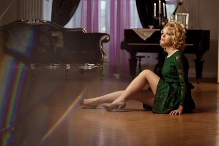 donna ricca: Bellezza donna ricca di lusso come Marilyn Monroe