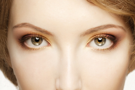 eye lashes: Women eyes close up