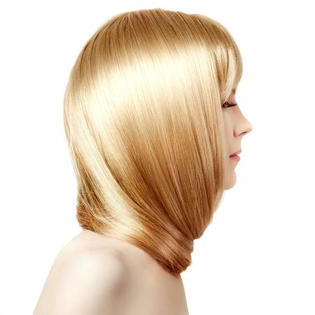 美豪華な長いブロンドの髪を持つ若い女性。