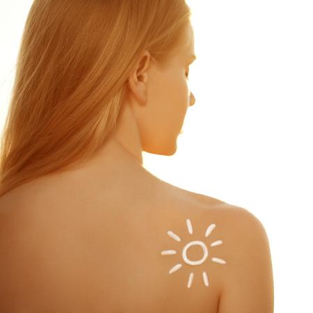 védelme: Napolajat krémet. Nő ellátás bőrt. Lány alkalmazása fényvédő krémet napenergia. Szexi hölgy alkalmazó Sun Tan krém. Tan, nyaralás, strand. Védelem a bőrt.