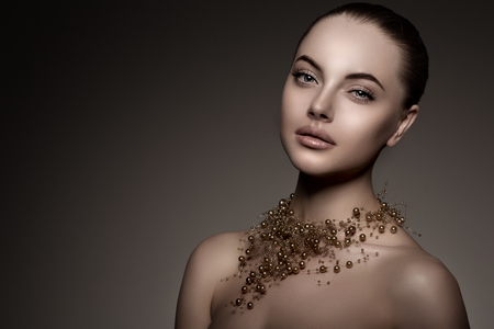 perlas: Chica modelo de alta moda. Foto de archivo