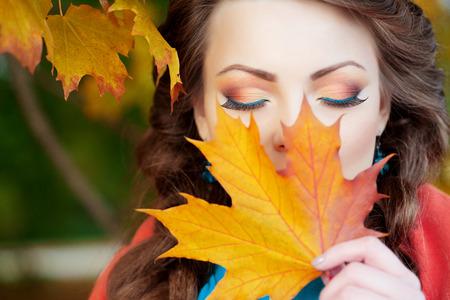 Autumn model, bright make up.  Reklamní fotografie