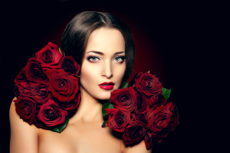 Schöne Modell Frau Rose Blume Im Haar Beauty-Salon Make-up Moderne ...
