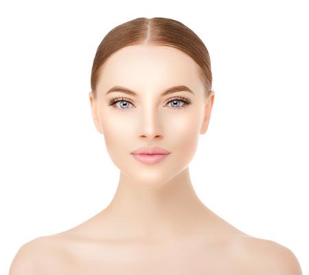 Beau visage de femme close up sur blanc. Banque d'images