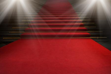 Tappeto rosso sulle scale su uno sfondo scuro. Il percorso verso la gloria, la vittoria e il successo