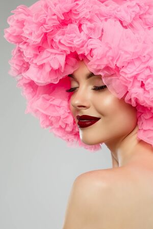Woman Big Hat and Lips. Model wearing Fabric with lace ruffles hat. High Fashion Model fabric crown or hairstyle Banque d'images