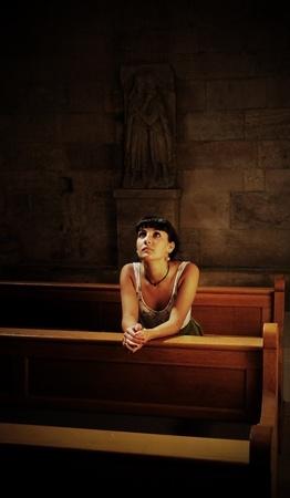 十代の少女は、教会で祈る 写真素材