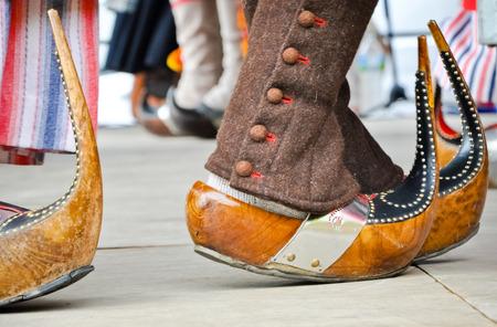 伝統的な木製彫刻靴 (sabots) 写真素材