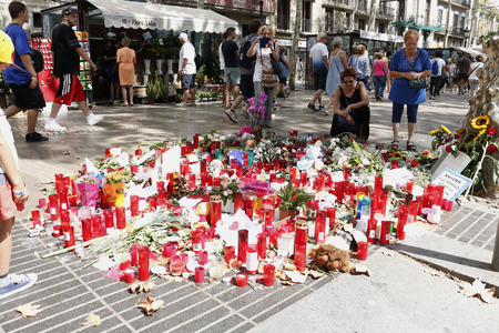 BARCELONA/SPAIN - 21 AUGUST 2017: People reunited on Barcelona's Rambla, where 17th of August 2017 has been a terrorist attack, giving tribute to the at least 15 fatal victims and over 120 injured Redakční