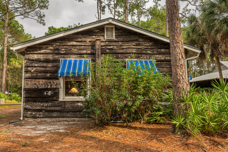 pinellas: LARGO, FLORIDA - JANUARY 14, 2015 : Beach Cottage in the Pinellas County Heritage Village near Clearwater. Heritage Village is home to some of Florida's most historic buildings.