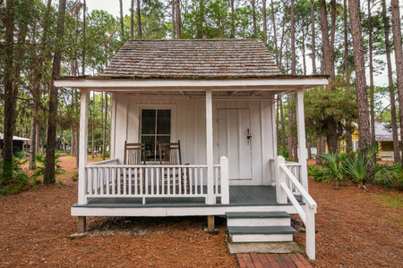 pinellas: LARGO, FLORIDA - JANUARY 14, 2015 :  Boyer Cottage in the Pinellas County Heritage Village. Built in 1878 in Tarpon Springs, this honeymoon cottage never boasted electricity. Editorial