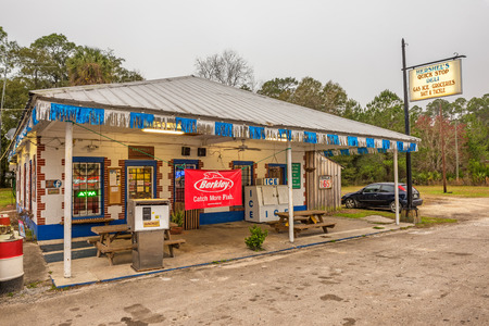 general store: OTTER CREEK, FLORIDA - JANUARY 15, 2015 : Vintage gas pump and a general store on US Highway 19, near Cedar Key, Florida