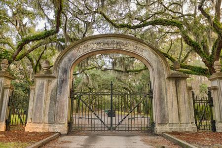 Eingangstor zu dem Wormsloe Plantation Historic Site in der Nähe von Savannah, Georgia. HDR verarbeitet.