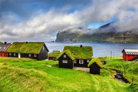 Dorf von Mikladalur befindet sich auf der Insel Kalsoy, Färöer-Inseln, Dänemark