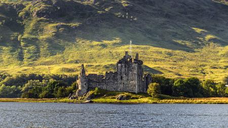オー、アーガイル ・ ビュート、スコットランドの北東端でキルチャーン城の遺跡 写真素材