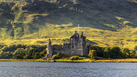 Ruin of Kilchurn Castle  at the northeastern end of Loch Awe, in Argyll and Bute, Scotland 스톡 콘텐츠