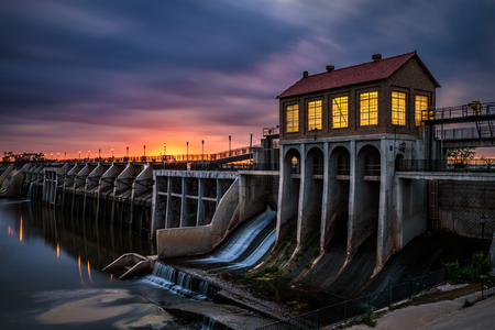 long lake: Lake Overholser Dam in Oklahoma City. It was built in 1918 to impound water from the North Canadian river. Long exposure.