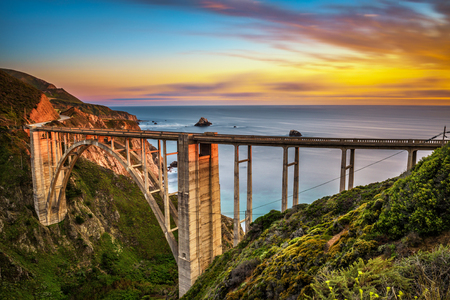 Bixby Bridge (Rocky Creek Bridge) and Pacific Coast Highway at sunset near Big Sur in California, USA. Long exposure. 스톡 콘텐츠