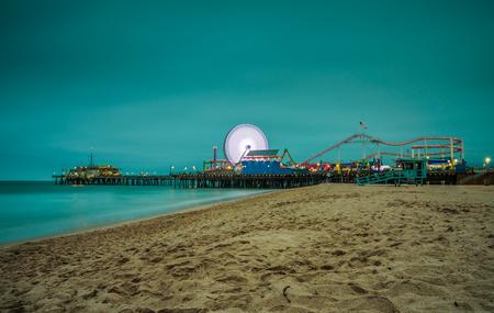 Santa Monica Pier at night,  Los Angeles, California. Long exposure. 스톡 콘텐츠