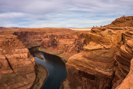 Tourists at the edge of Horseshoe Bend in Arizona