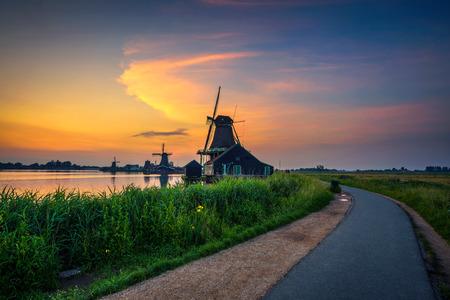 Sunset above historic windmills of Zaanse Schans in the Netherlands Stockfoto