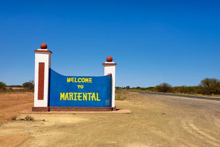 Welcome to Mariental road sign between Windhoek and Keetmanshoop in Namibia Standard-Bild - 127561310