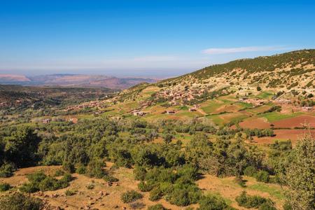 View over villages of Tizi NTichka pass in the Atlas mountains, Morocco Standard-Bild - 127115108