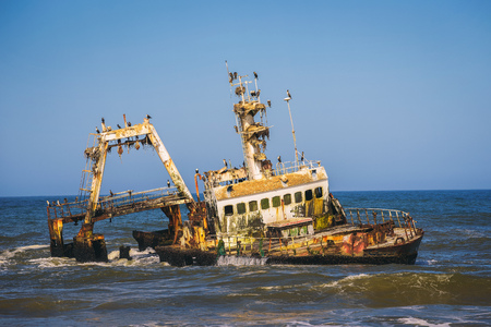 Abandoned shipwreck of the stranded Zeila vessel at the Skeleton Coast, Namibia Standard-Bild - 127115064