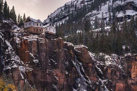 Bridal Veil Falls with a power plant at its top in Telluride, Colorado Standard-Bild - 127114934