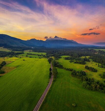 Country road to the High Tatra Mountains at sunset in Slovakia Standard-Bild - 127115003