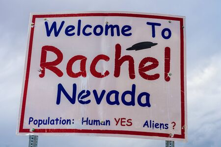 Welcome to Rachel street sign on SR-375 in Nevada, USA Standard-Bild - 127115263