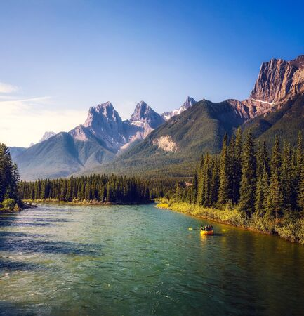 Rafting on the Bow River near Canmore in Canada 版權商用圖片