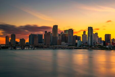 Sunset above Downtown Miami Skyline and Biscayne Bay 스톡 콘텐츠
