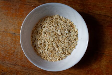 A bowl of spelt flakes