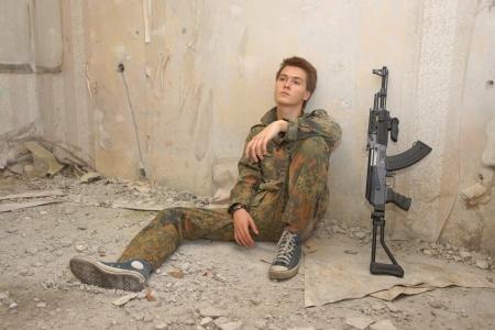 paramilitary: Teenager, boy in battle dress and a rifle, Air Soft Gun