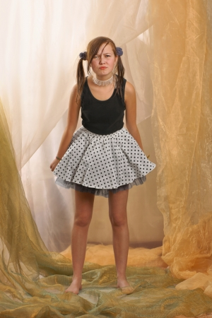 mini skirt: Teenager, girl in standing position, barefoot and dressed in a T-shirt and mini skirt