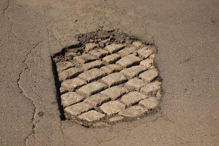 big hole on the street car trap 版權商用圖片