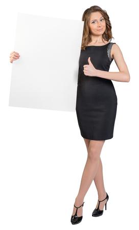 hoja en blanco: Mujer de negocios la celebración de un gran cartel en blanco y espectáculos pulgar de signo. Foto de archivo
