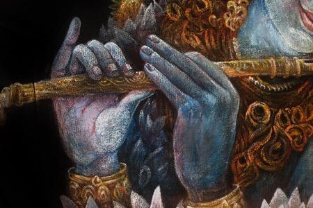 flauta: manos del Señor Krishna tocando la flauta, detalle con el patrón de loto.